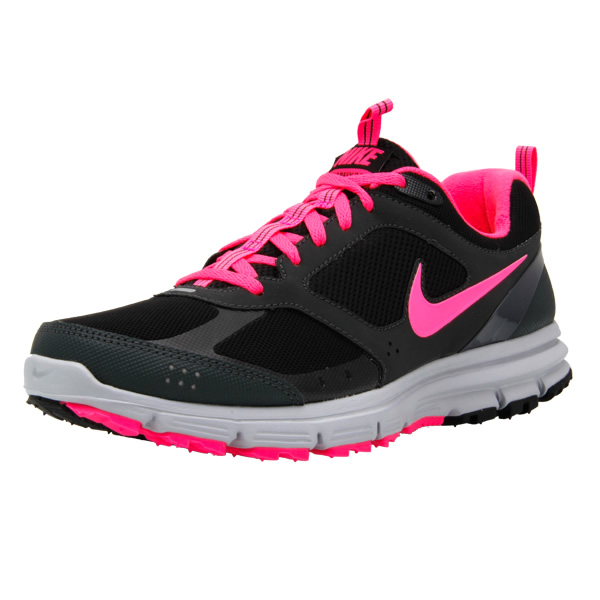 this Nike shoe handles pavement with ease, but the grippy outsole and weather-resistant upper also provide great traction and toughness for the trail